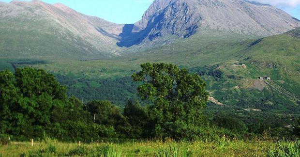 Ben Nevis að sumarlagi en fjallið er 1344 metrar að hæð og er hæsta fjall …