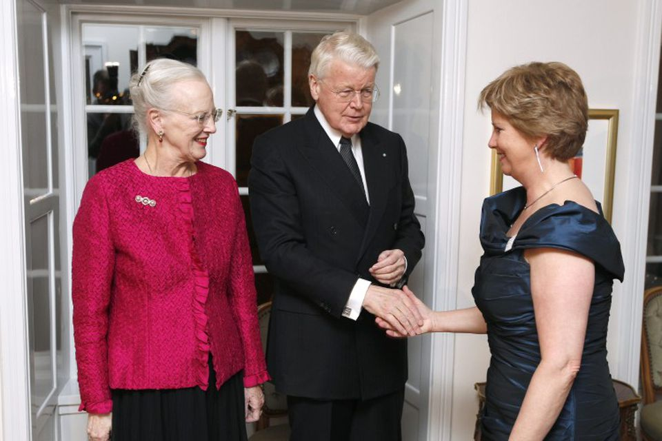 Kristín Ingólfsdóttir rektor Háskóla Íslands heilsar Ólafi Ragnari forseta og Margréti Danadrottningu.