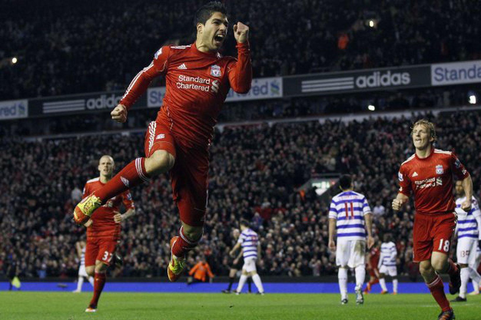 Luis Suárez fagnar sigurmarkinu gegn QPR í gær.