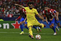Mohamed Salah kemur Liverpool yfir að nýju með marki úr vítaspyrnu.