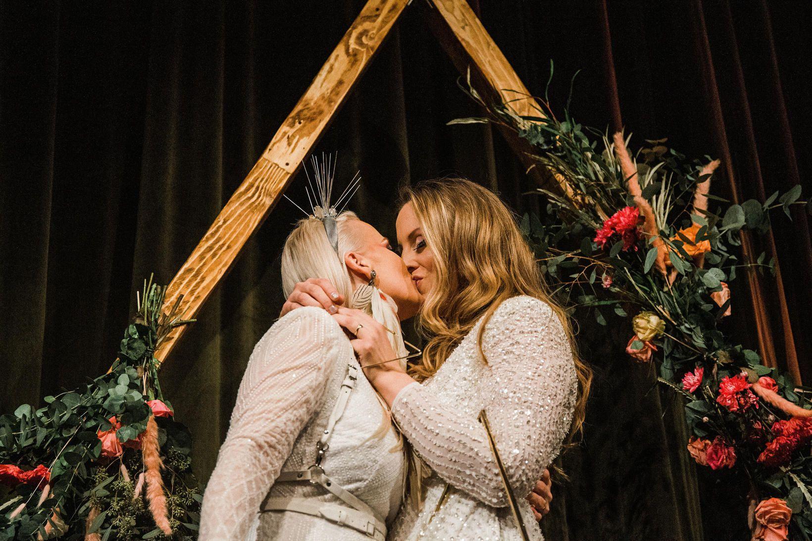 Eva María og Birna Hrönn voru glæsilegar á brúðkaupsdaginn í …
