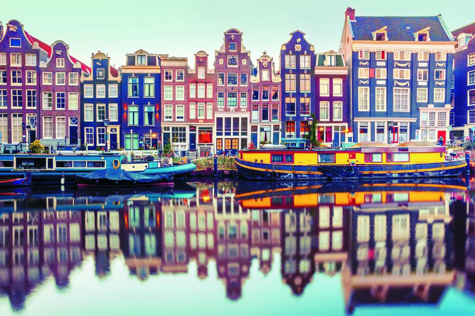 Amsterdam er einstaklega falleg borg með sínum gömlu mjóu húsum, …