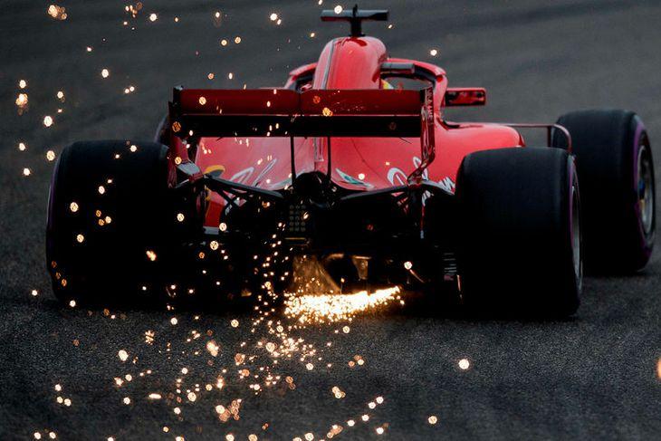 Neistaflug aftur úr Ferrarifák Sebastians Vettel í tímatökunni í Sjanghæ.