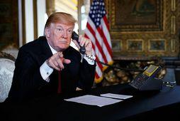Trump segist munu lama stjórnsýsluna ef hann fær ekki vilja sínum framgengt.