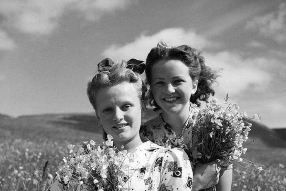 Blómarósirnar Sólveig Axelsdóttir og Gunnhildur Snorradóttir árið 1939.