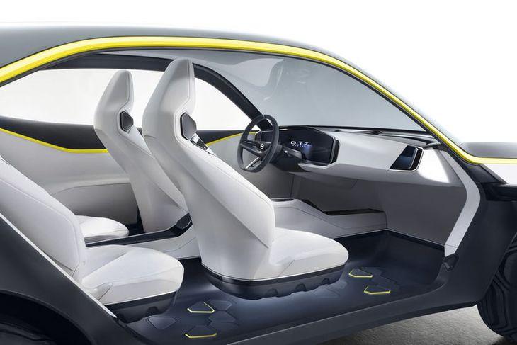 Séð inn í Opel GT X Experimental hugmyndabílinn.