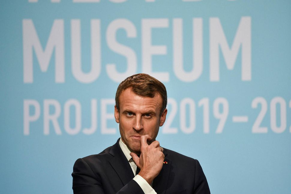 Emmanuel Macron Frakklandsforseti segist ekki vita hvort fimmta grein sáttmála ...