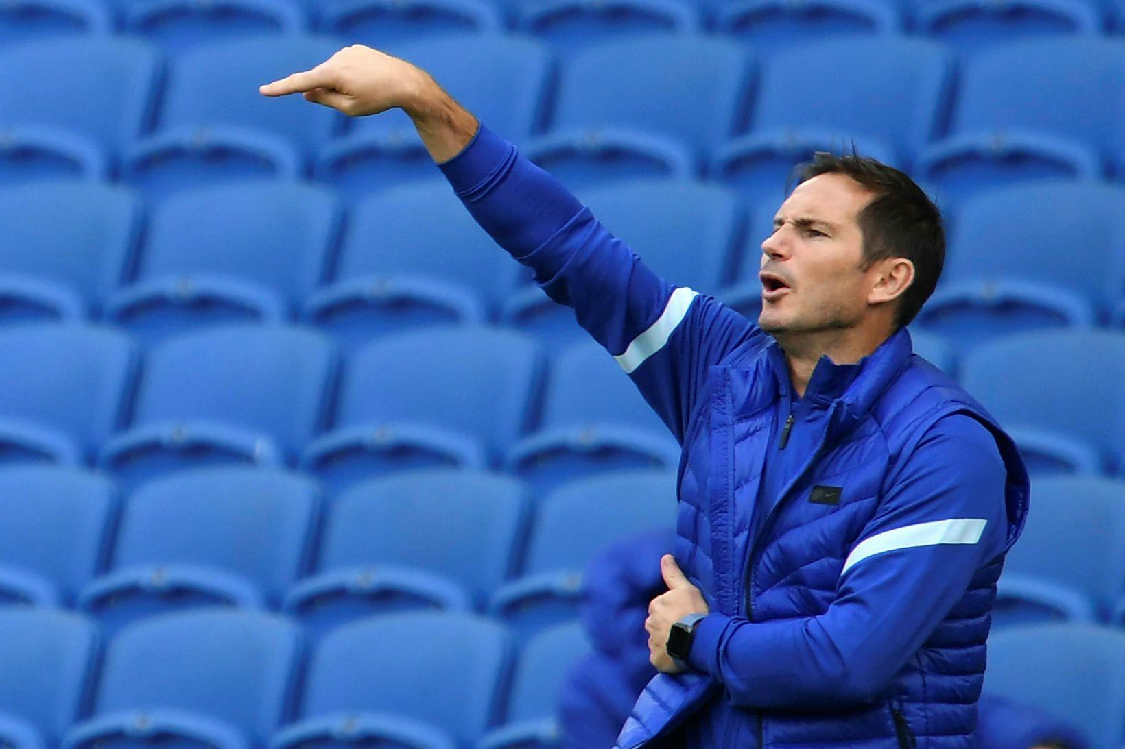 Frank Lampard stýrir Chelsea gegn Liverpool á sunnudaginn.