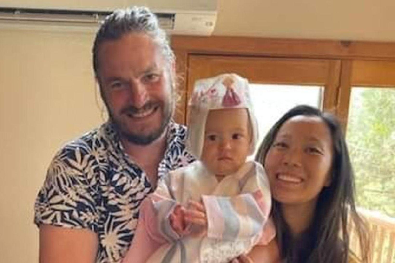 John Gerris, Ellen Chung og dóttir þeirra, Muji.