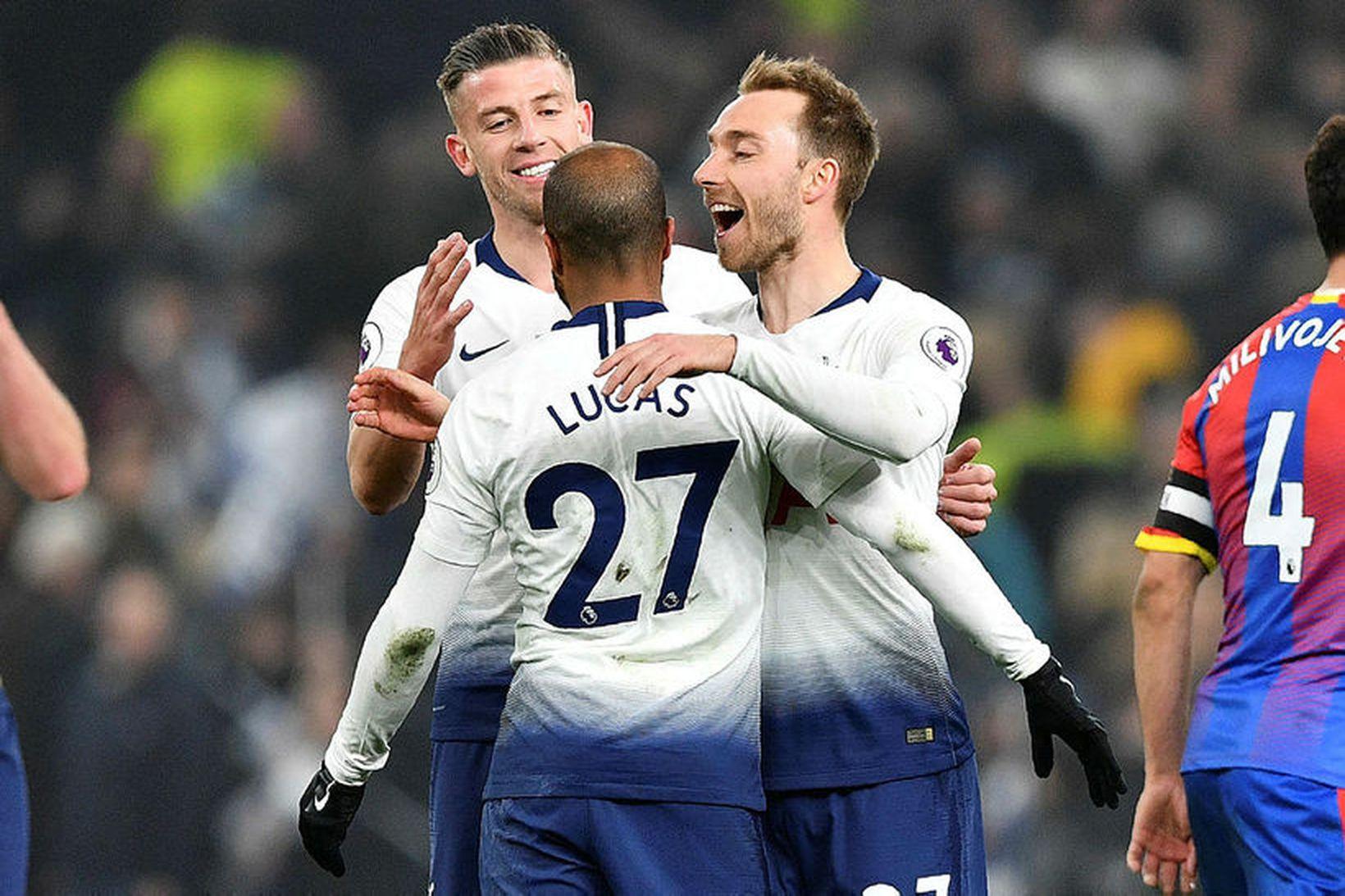Tottenham-menn fagna í sigrinum á Crystal Palace í gær í …