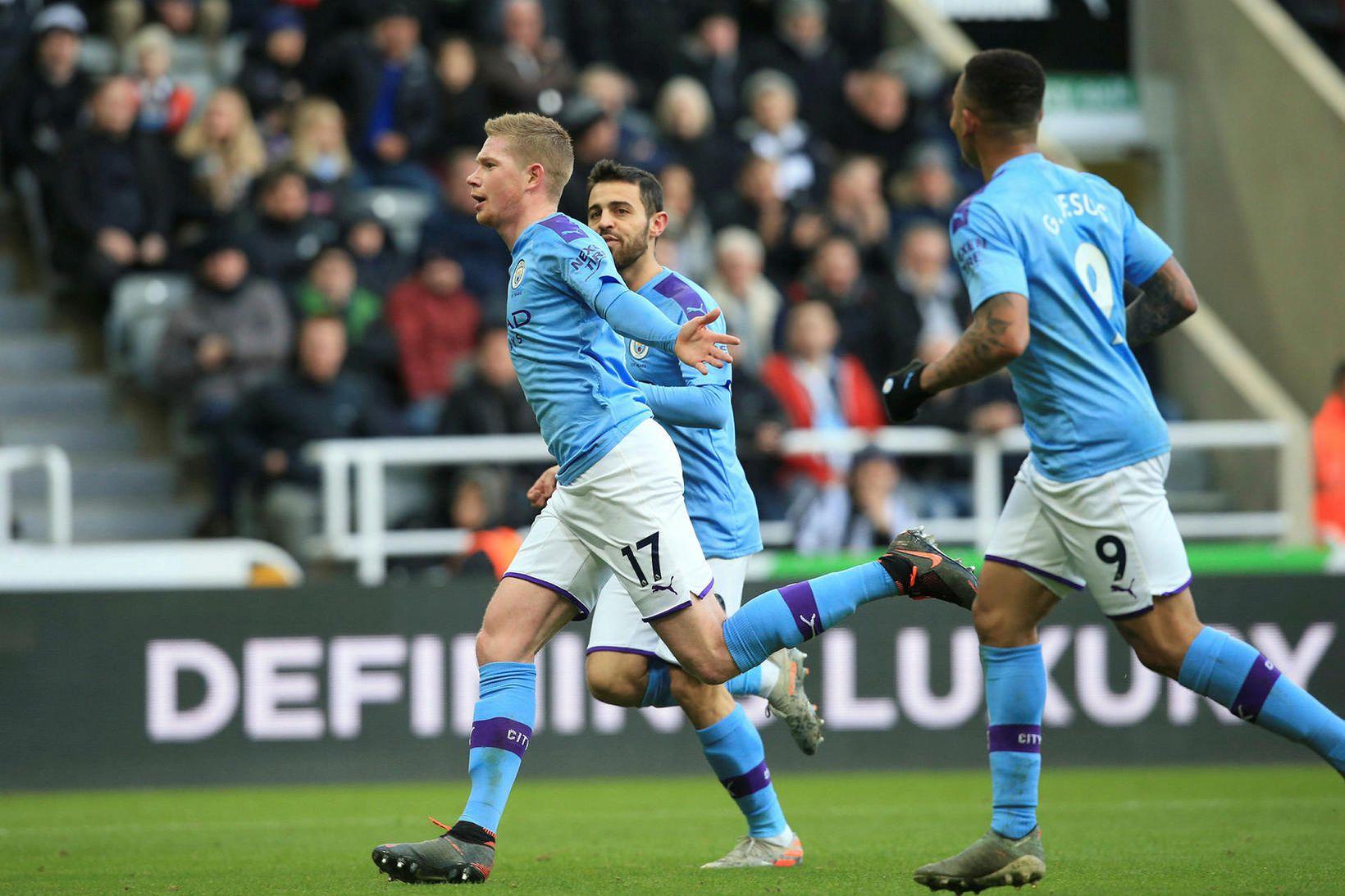 Kevin De Bruyne fagnar glæsilegu marki fyrir Manchester City gegn …