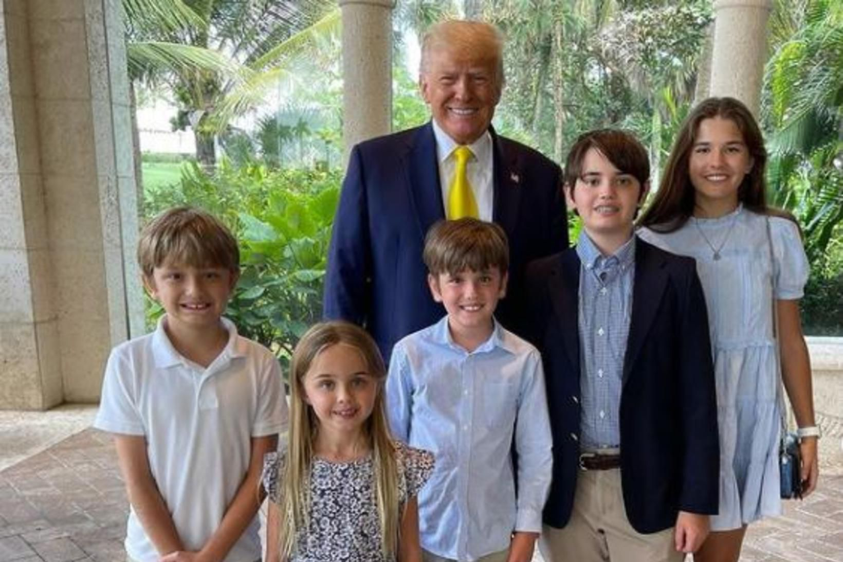 Donald Trump ásamt barnabörnum.