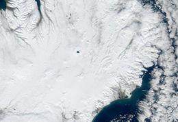 MODIS gervihnattamynd frá NASA 02.04.2012 kl. 13:40, svokölluð náttúruleg litmynd. Öskjuvatn sker sig úr á ...