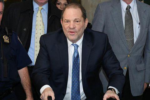 Harvey Weinstein er í einangrun þar til niðurstöður úr Covid-prófi berast.