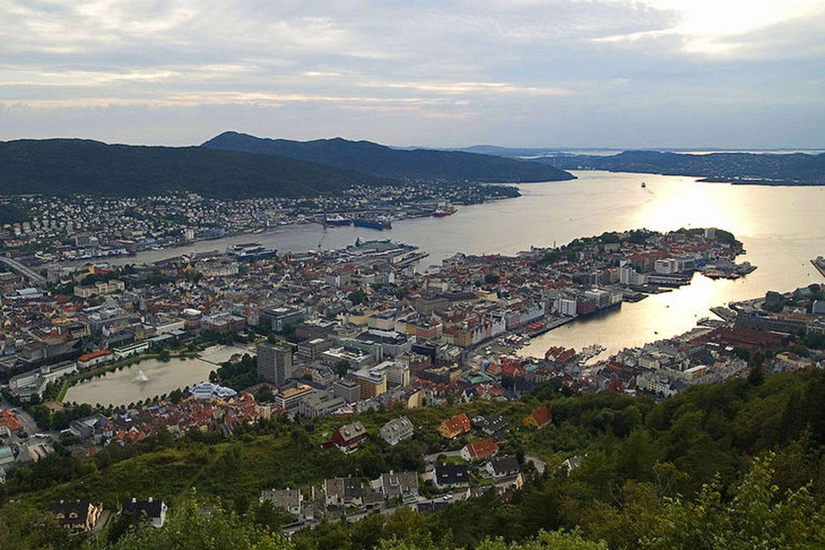 Bergen við vesturströnd Noregs. Umfangsmikil lögreglurannsókn í kjölfar líkfundar á …