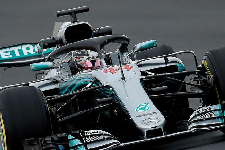 Lewis Hamilton á Mercedes vann ráspólinn í Melbourne með ótrúlegum yfirburðum.