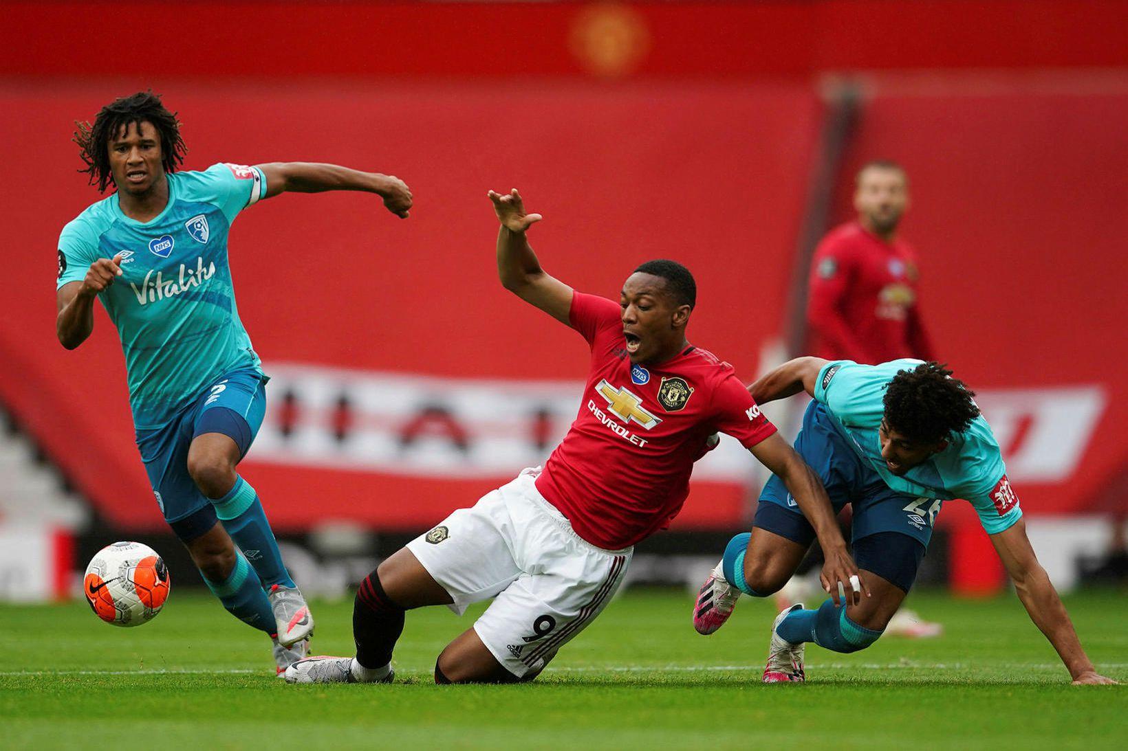 Nathan Aké í leiknum gegn Manchester United.
