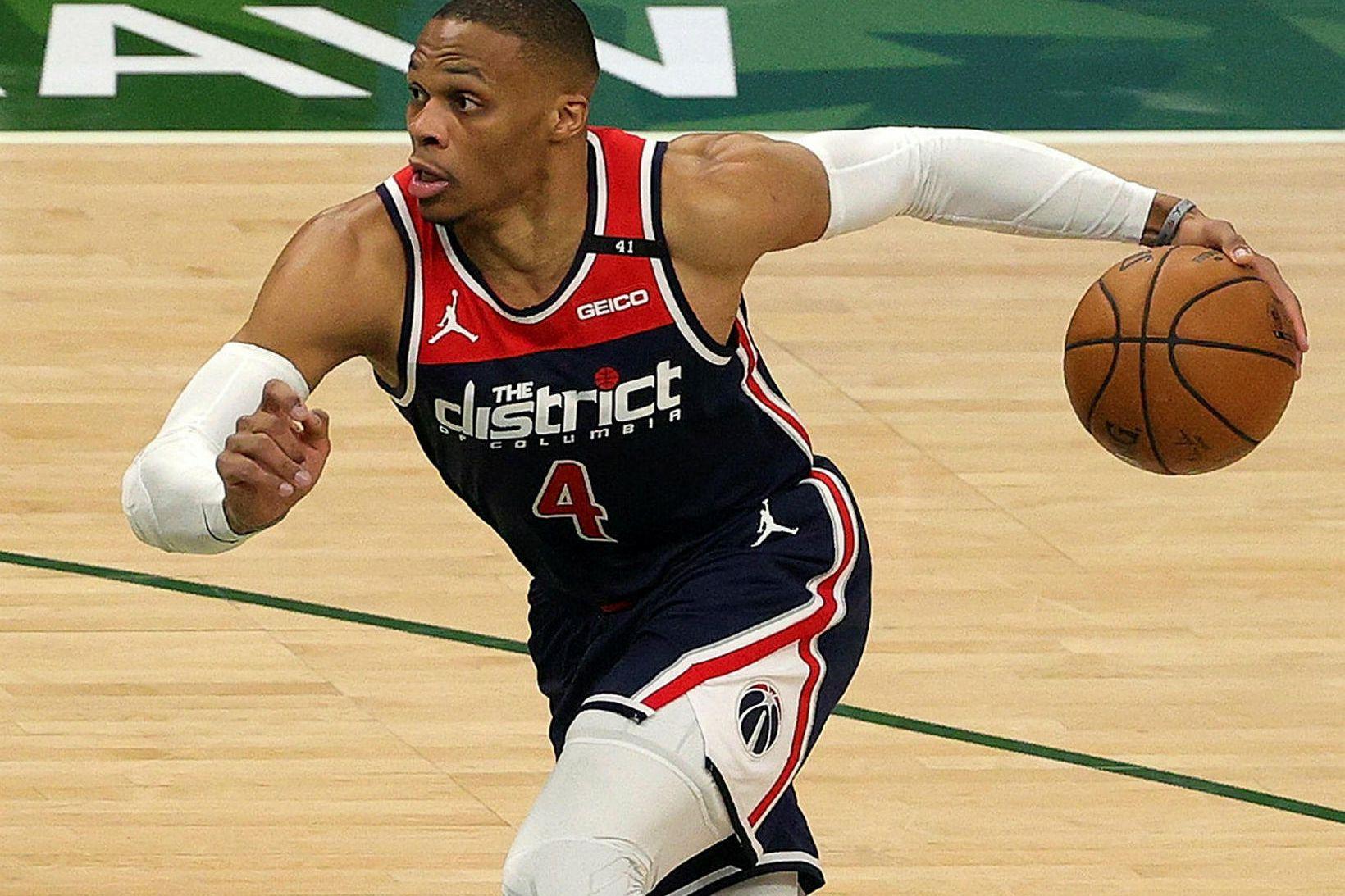 Russell Westbrook heldur áfram að skrá sig í sögubækur NBA-deildarinnar.