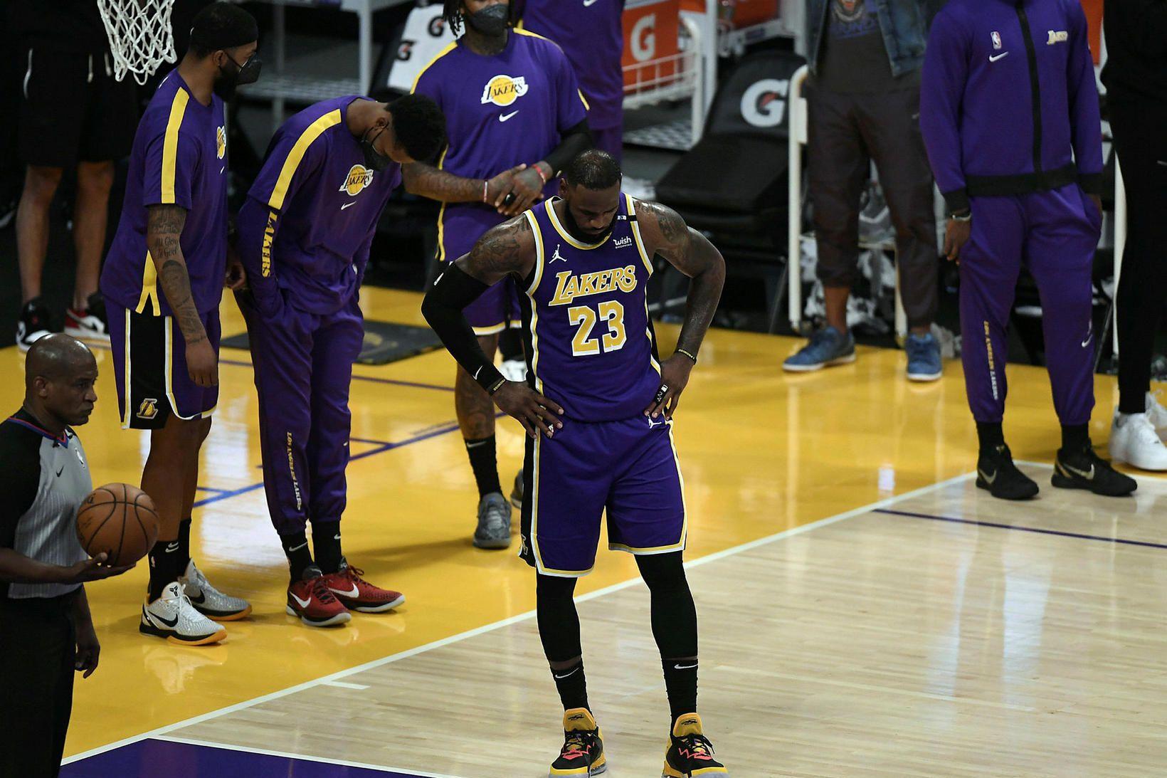 LeBron James sneri aftur í lið Los Angeles Lakers í …