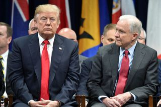 Trump skýtur fast á Sessions í viðtalinu.