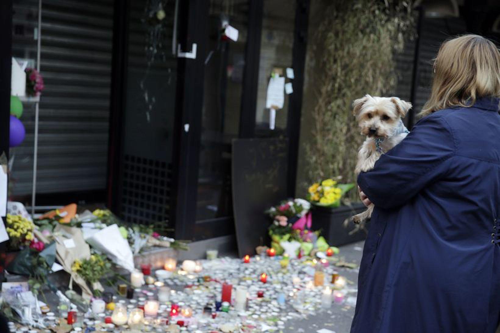 Kona við japanska veitingastaðinn La Belle Equipe', Rue de Charonne, …