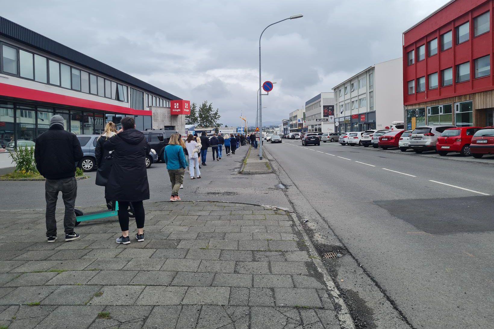 Veruleg röð hefur verið í sýnatöku á Suðurlandsbraut í dag. …