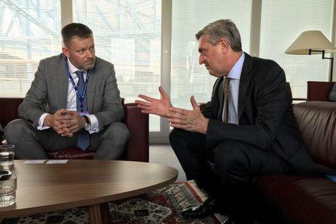 Þorsteinn Víglundsson with Filippo Grandi in Geneva.
