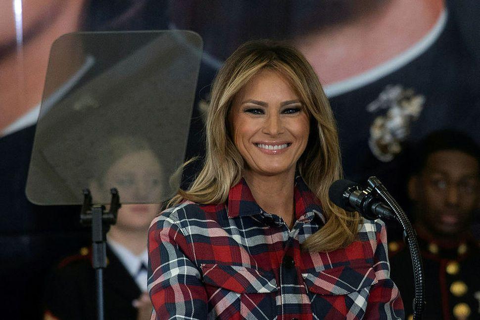 Melania Trump forsetafrú Bandaríkjanna. Vinsældir hennar virðast vera mun sveiflukenndari ...