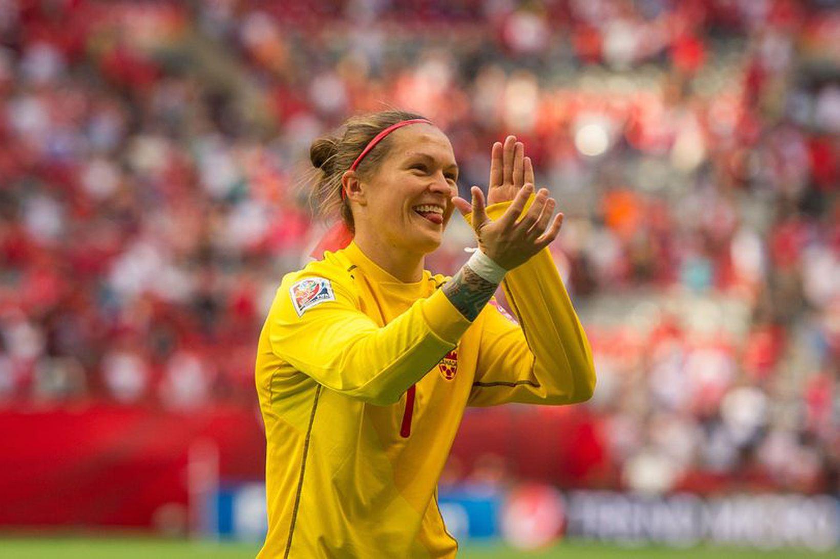 Erin McLeod eftir landsleik með Kanada.