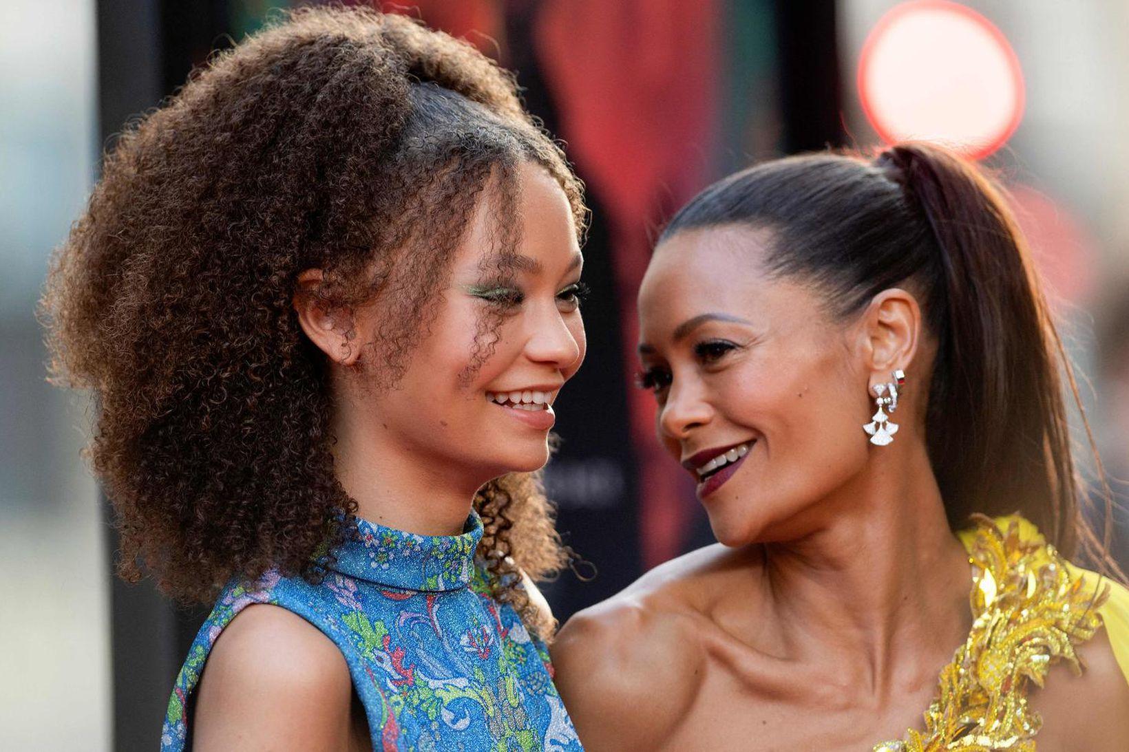 Thandie Newton ásamt dóttur sinni Nico Parker á frumsýningu Reminiscence …