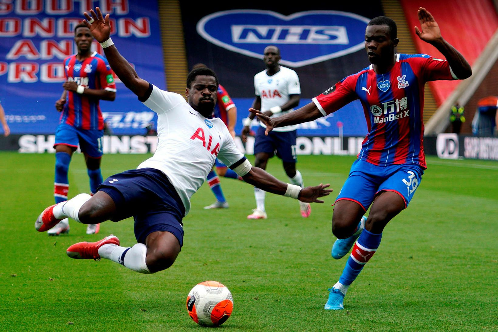 Serge Aurier í leik með Tottenham.