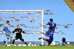Marcos Alonso tryggir Chelsea sigurinn í Manchester.