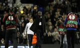 Frískur Fabrice Muamba heimsækir White Hart Lane í Lundúnum nokkrum mánuðum eftir að hann fór …