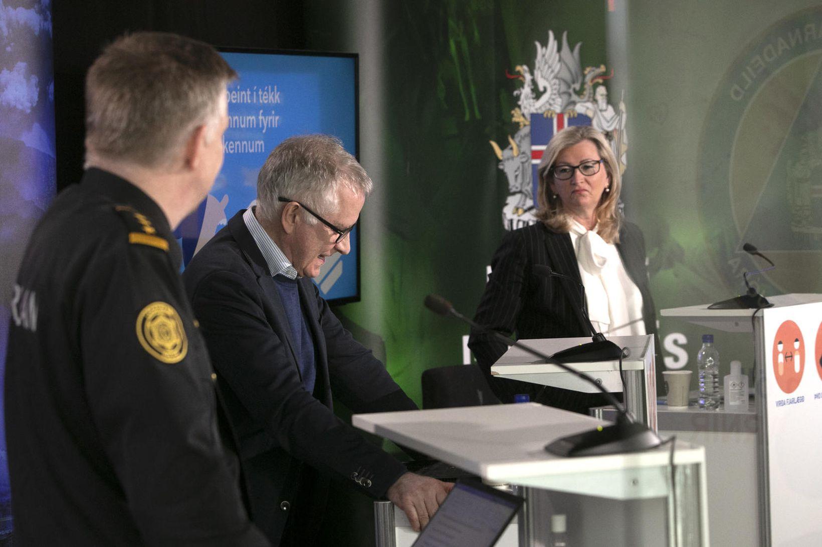 Víðir Reynisson yfirlögregluþjónn, Þórólfur Guðnason sóttvarnalæknir og Alma Möller landlæknir …