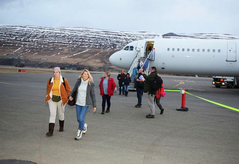 Passengers arriving in Akureyri.