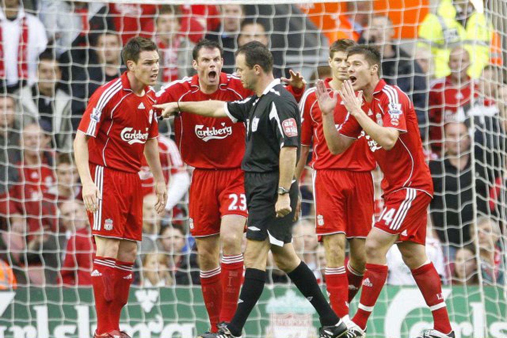 Steve Finnan í leik með Liverpool árið 2008.