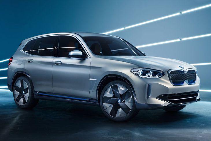 BMW iX3 er hér enn á þróunarstigi.