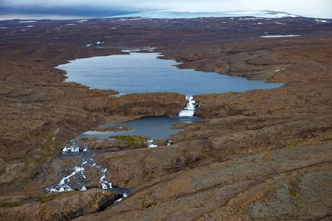 Eyvindarfjarðarvatn og Eyvindarfjarðaá fyrir framan Drangajökul.