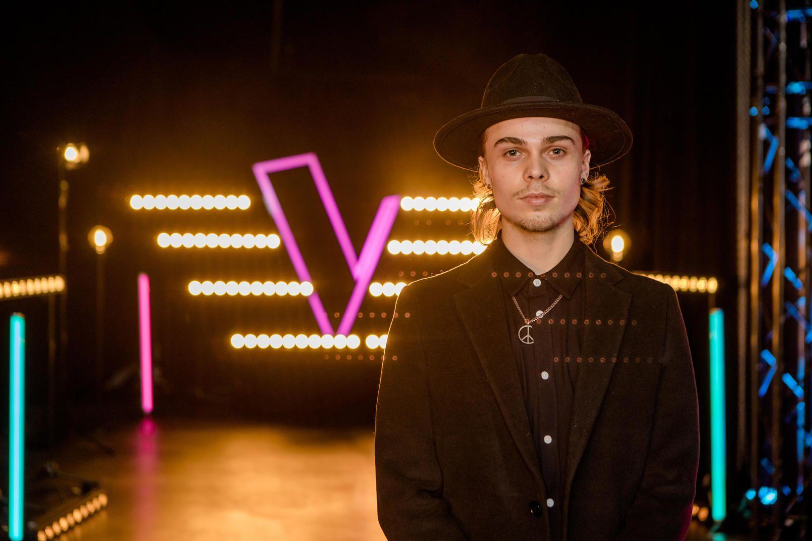 Natan Dagur Benediktsson stígur á sviðið í The Vocie í …