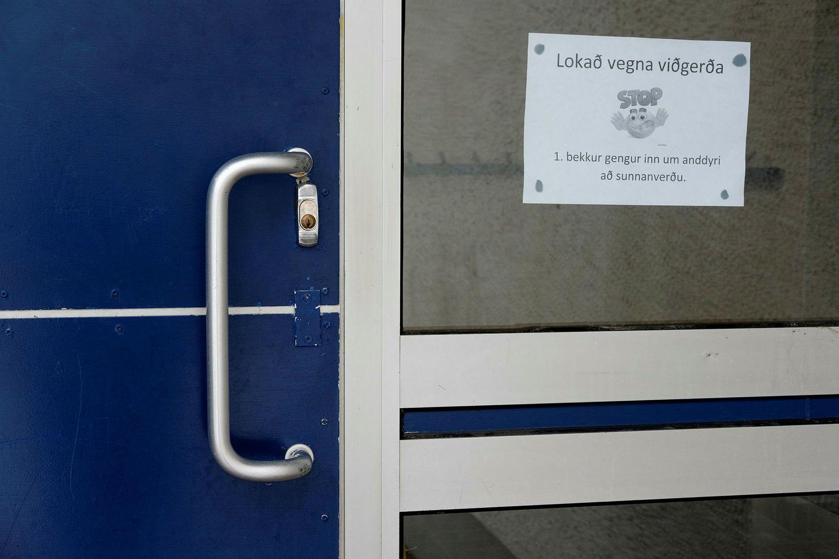 Fossvogsskóla var lokað að hluta vegna myglu og rakaskemmda.