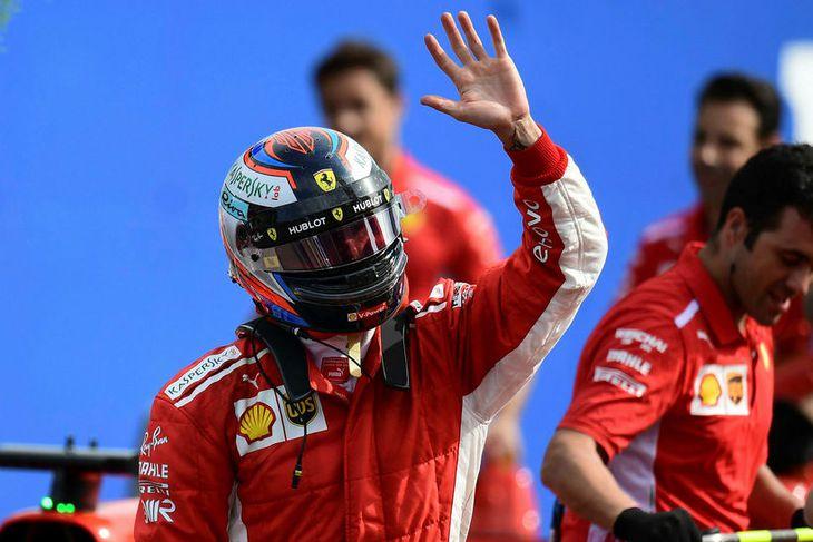 Kimi Räikkönen fagnar ráspólnum í Monza.