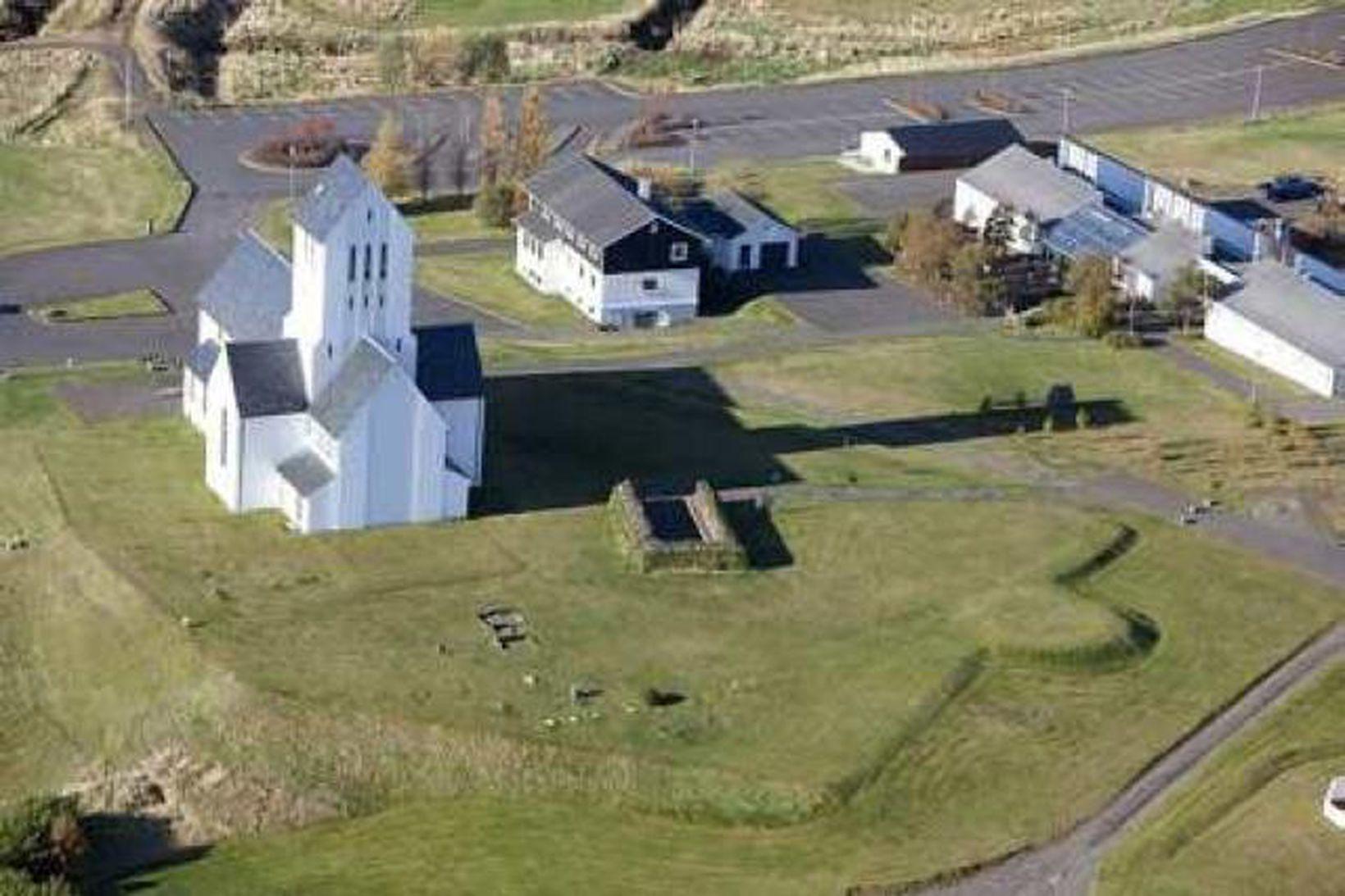 Skálholtskirja. Veggir Þorláksbúðar eru fyrir miðri mynd.