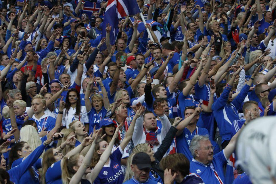 Stuðningsmenn íslenska landsliðsins vöktu mikla athygli og aðdáun í Frakklandi fyrir skemmtilega framkomu og mikla ...