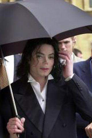 Michael Jackson verður að fara að safna peningum, ætli hann ...