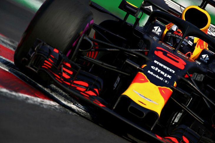Daniel Ricciardo á leið til annars besta tíma á seinni æfingunni í Mexíkó.
