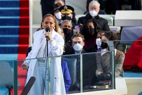 Jennifer Lopez klæddist Chanel frá toppi til táar í gær.