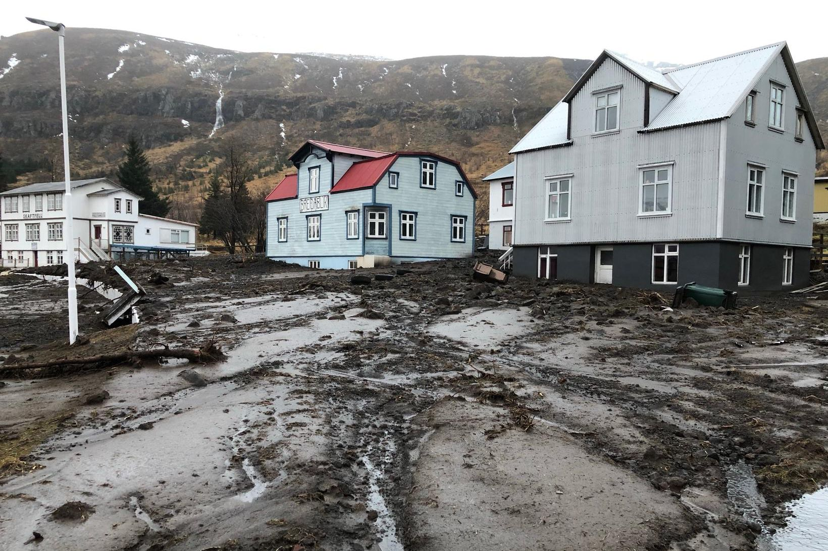 Svona er umhorfs á Seyðisfirði í dag.