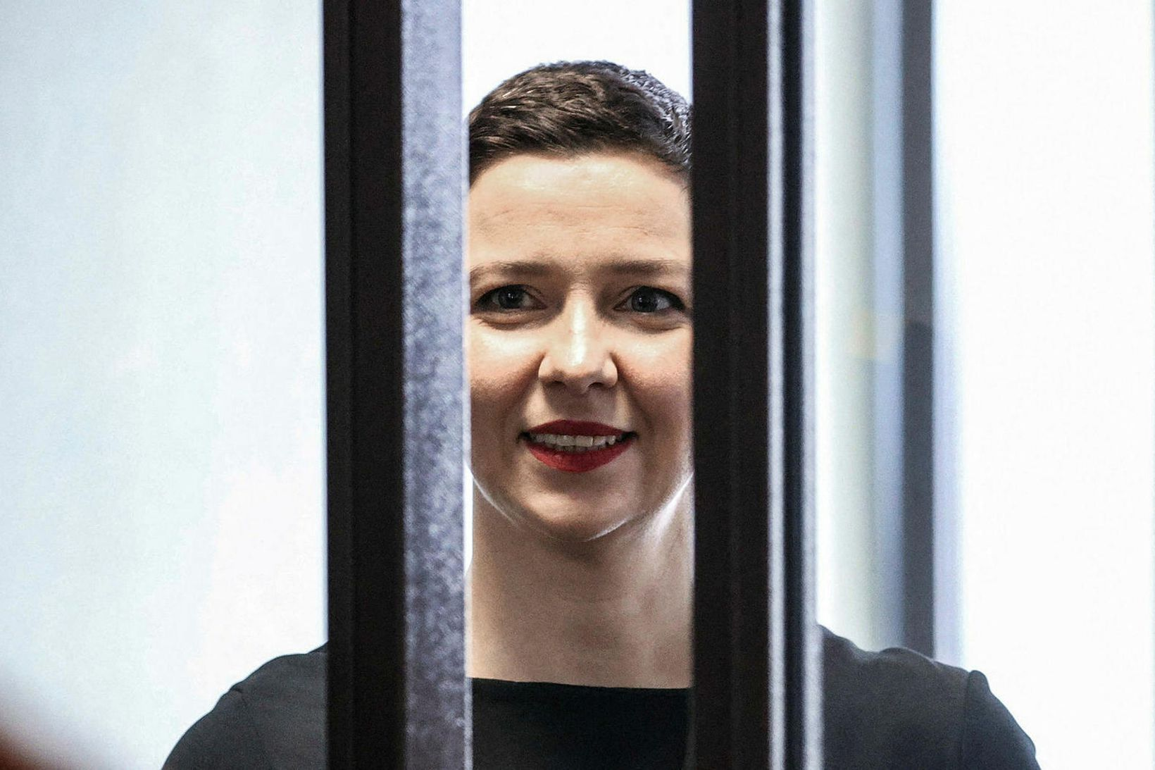 Maria Kolesnikova á bak við lás og slá í réttarsal …