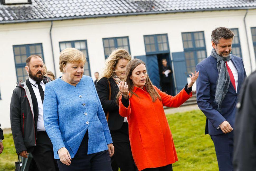 Angela Merkel Þýskalandskanslari og Katrín Jakobsdóttir forsætisráðherra yfirgefa Viðey eftir ...