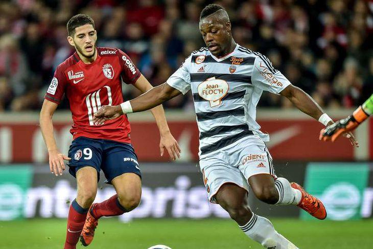 Lamine Koné, varnarmaður frá Fílabeinsströndinni, er kominn til Sunderland frá Lorient í Frakklandi. Hann er ...